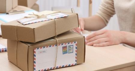 """Можно ли отправить посылку во время майских праздников: графики """"Укрпочты"""" и """"Новой почты"""""""